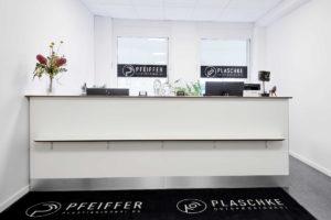 Pfeiffer plastikkirurgi modtagelse